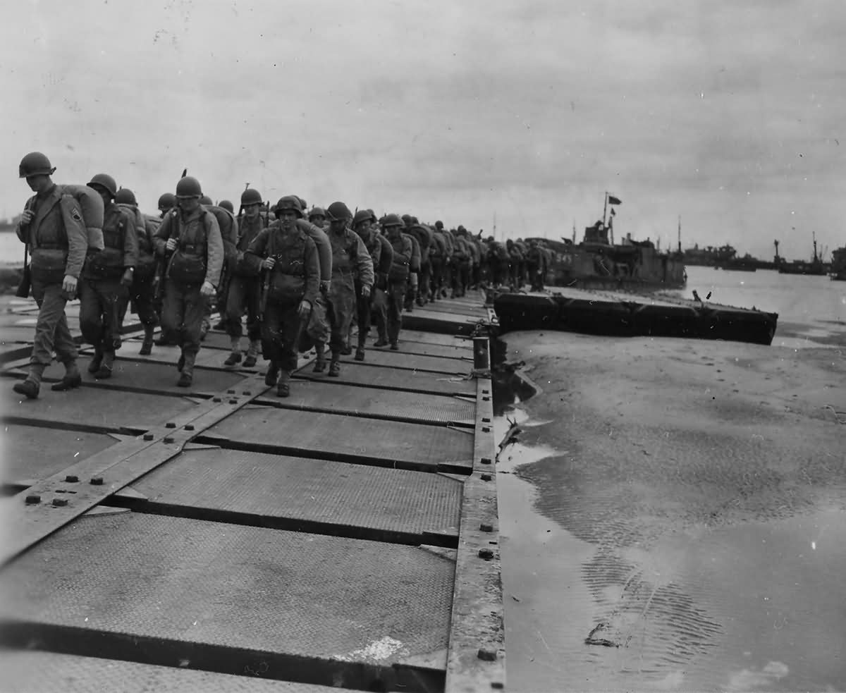 Replacement Infantrymen Come Ashore Normandy Beaches July 1944