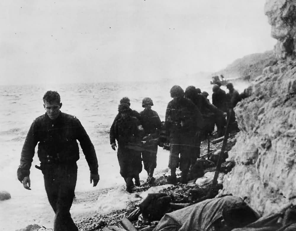 US Army 16th Infantry Regiment, 1st Division with Wounded on Omaha Beach Normandy 1944