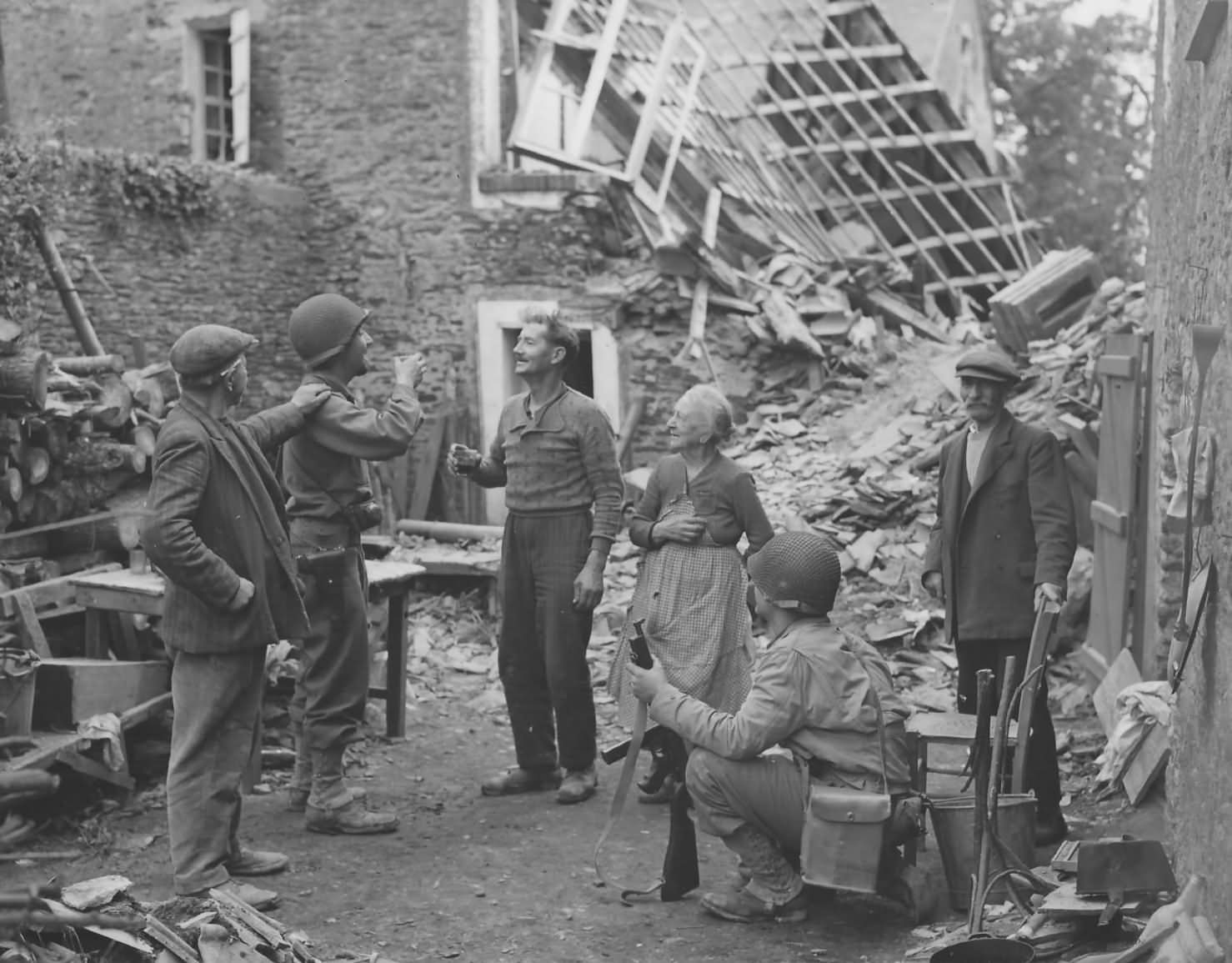 Us soldiers celebrate with french civilians st lo normandy - French div 2 ...