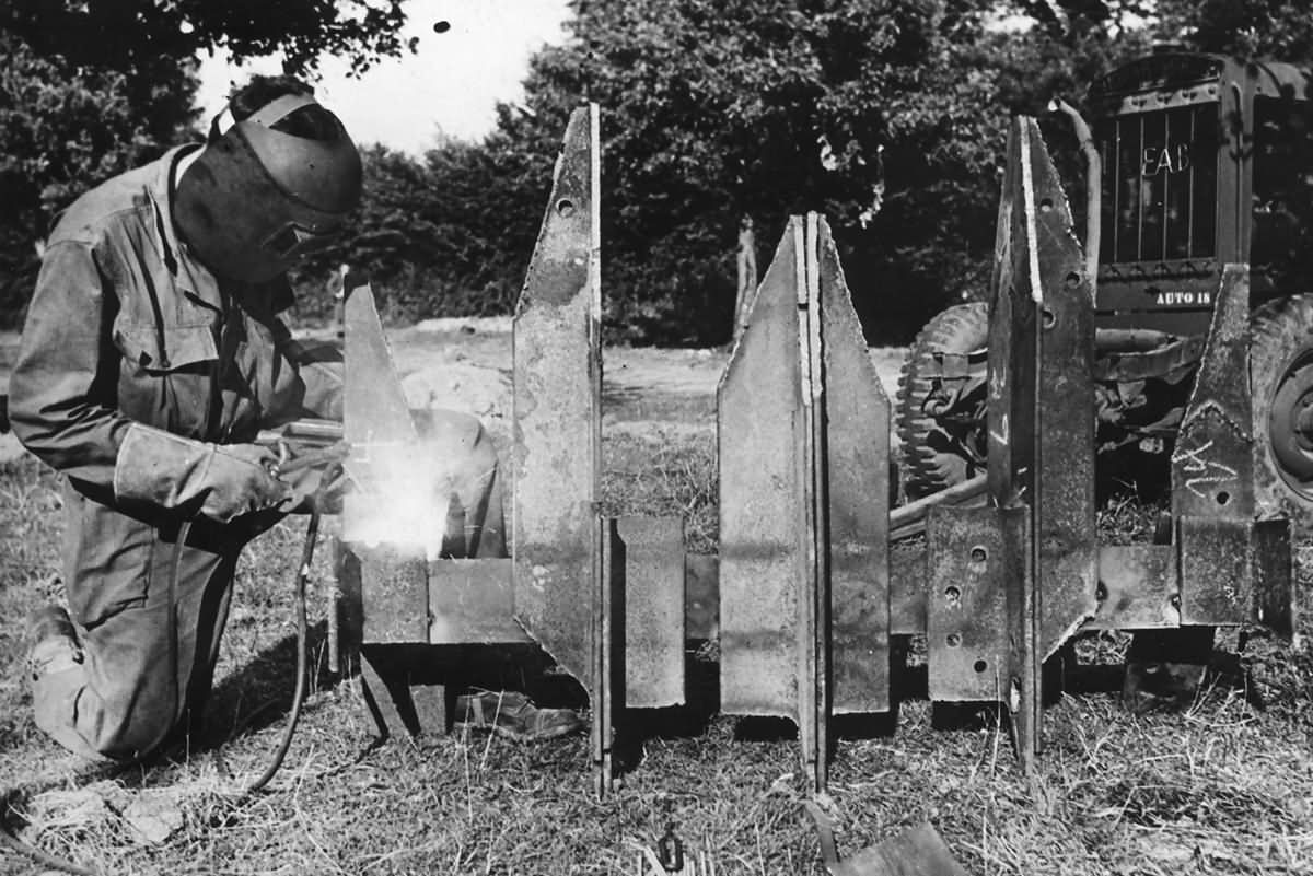 hedgerow cutter for Allied tank Normandy 1944