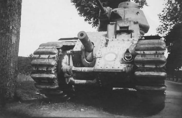 Char B1 bis 372 named Vertus of 41st BCC front view