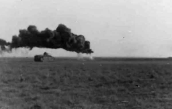 Flammpanzer Panzerkampfwagen B2 740(f) in action