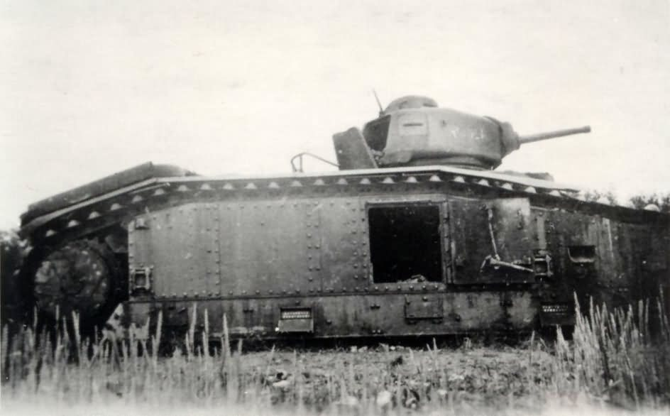 French Char B1 bis tank – side view