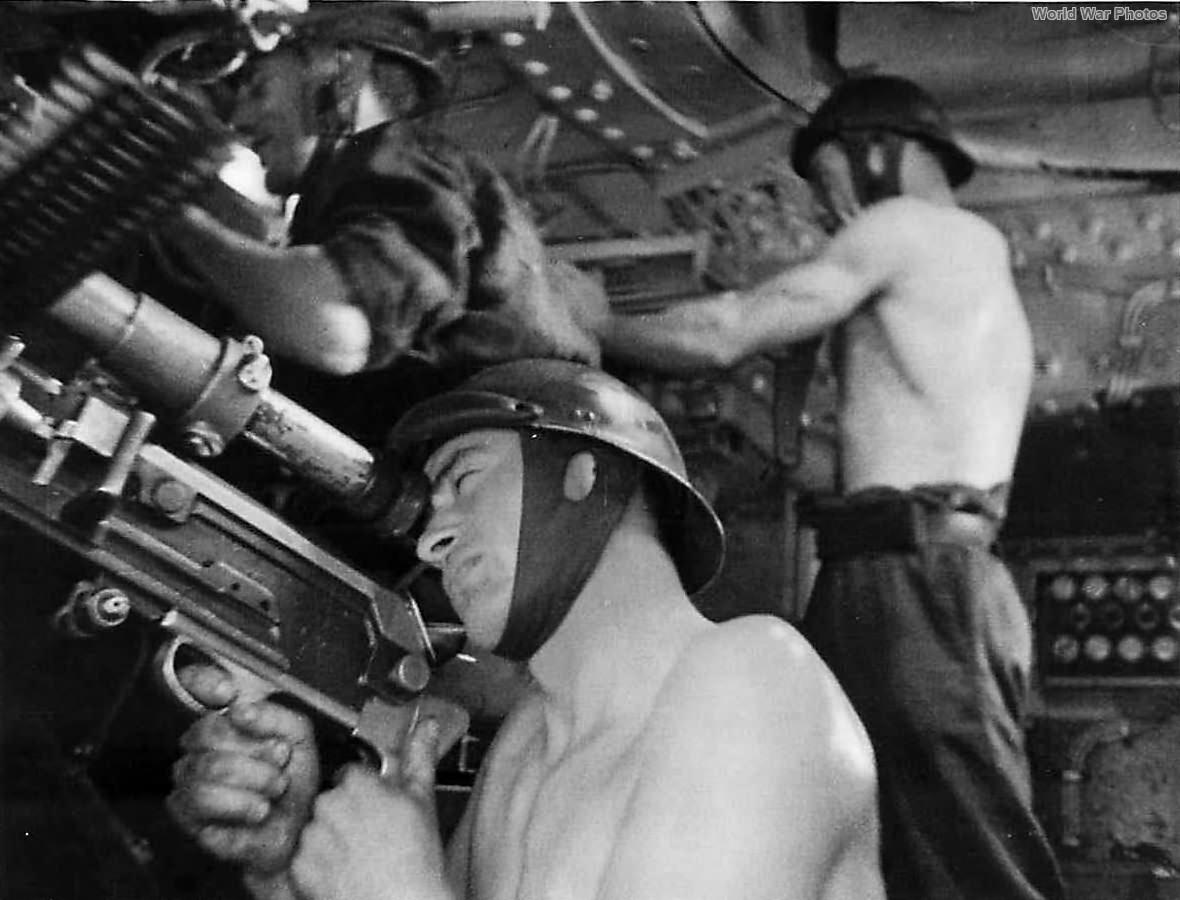 French tanker mans Hotchkiss in Char 2C
