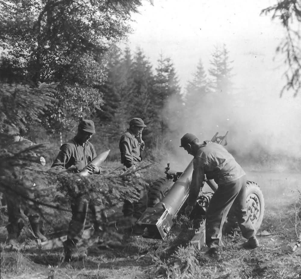 1st US Army 105mm Howitzer Crew in Action Wenau Forest Germany 1944