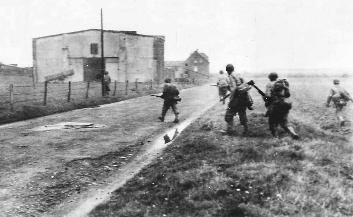 30th Division US Army troops advancing near Kohlscheid Germany October 10th 1944