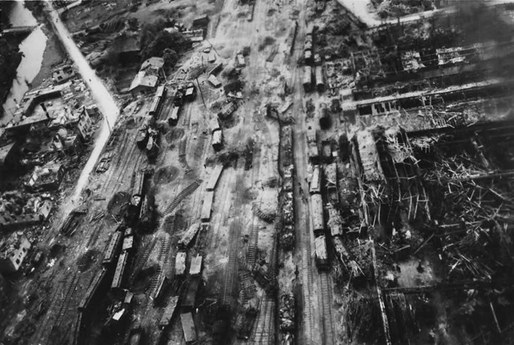 Aerial view Siegen – Bahnhof Heeser strasse Hindenburg strasse1945