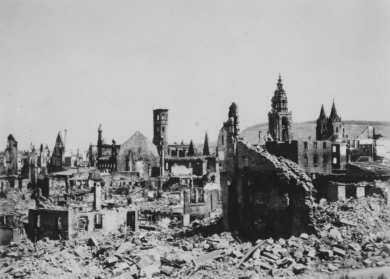 Bombed Manheim ruins 1945