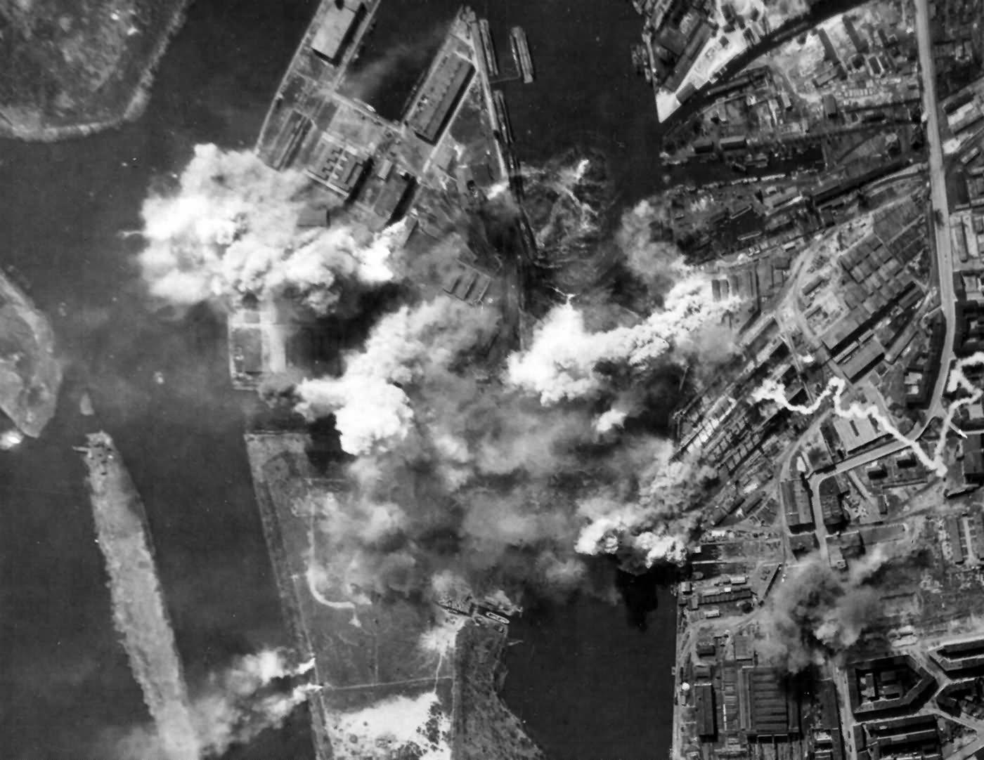 Bombing U-Boat Plant at Stettin AG Vulcan