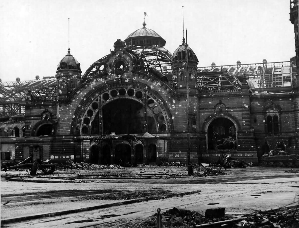 Haupt bahnhof k ln main railway station cologne world for Koln ww2