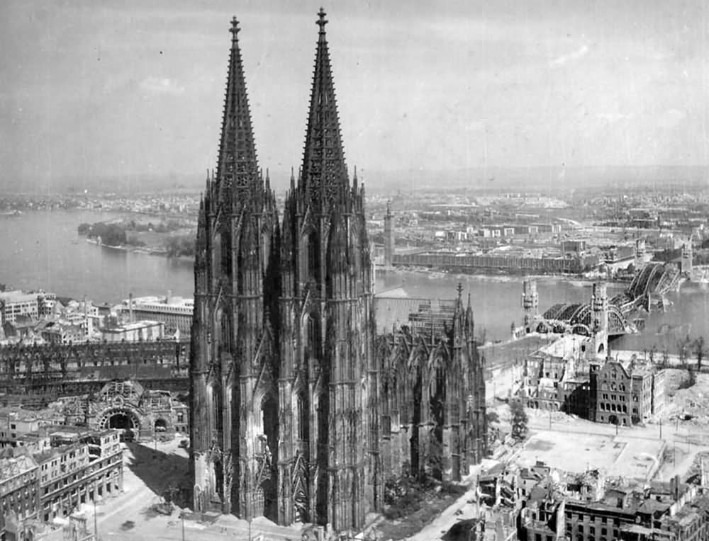 Ruins of k ln kolner dom hohenzollernbrucke deutz 1945 for Koln ww2