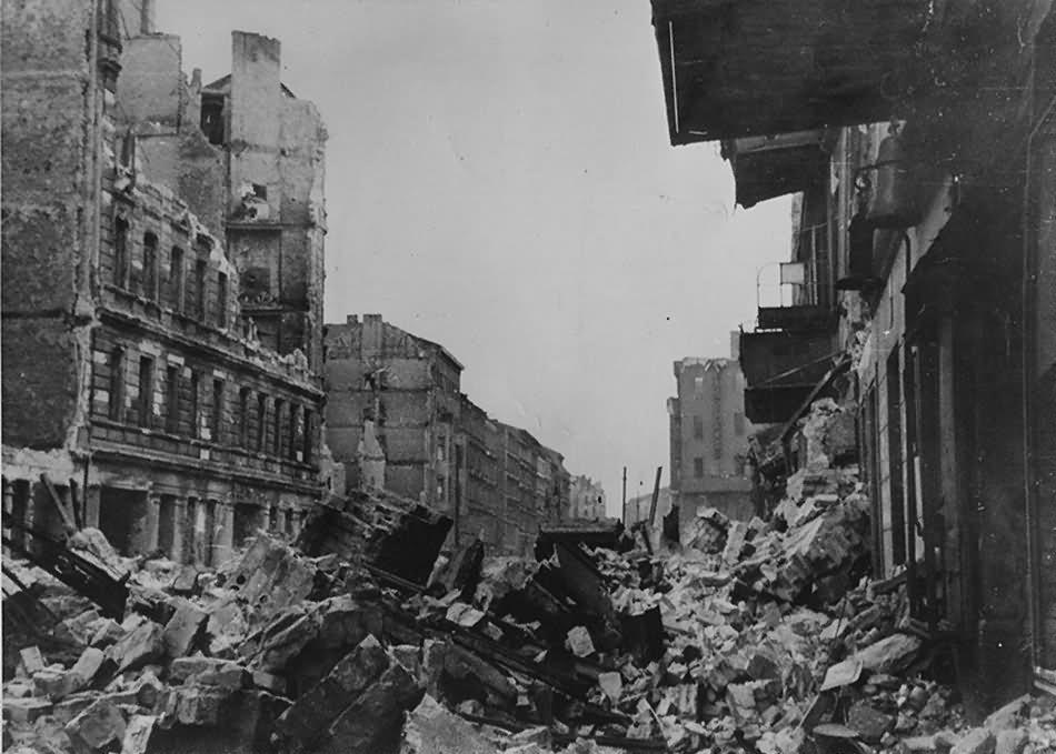 Ruins of Berlin – Friedrichshain Frankfurter Allee Lasdehner Strasse 26 2 1945