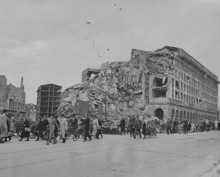 Ruins of Berlin Germania Haus des Fremdenverkehrs Potsdamer Strasse 1945