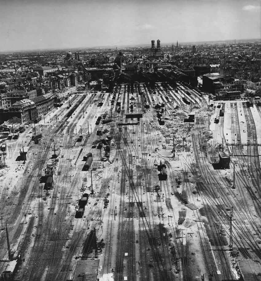 Ruins of München Hauptbahnhof Arnulfstrasse 1945