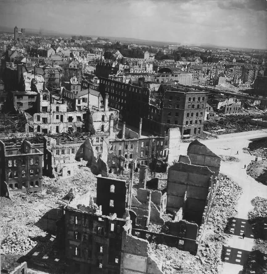 Ruins of Nürnberg – Gugelstrasse Steinbuhl Galgenhof 1945