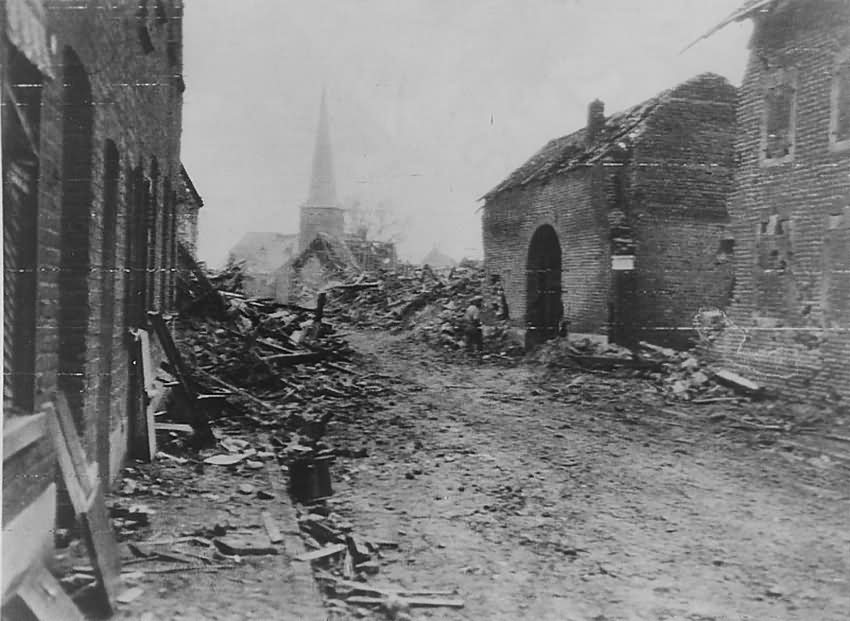 US Army troops of the 104th Divison Duren Merken Paulstrasse St. Peter 18 12 1944
