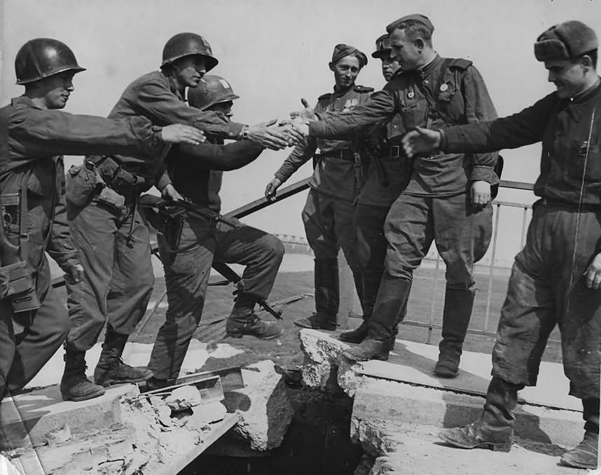 US Army And Red Army in Torgau Elbbrucke 26 April 1945