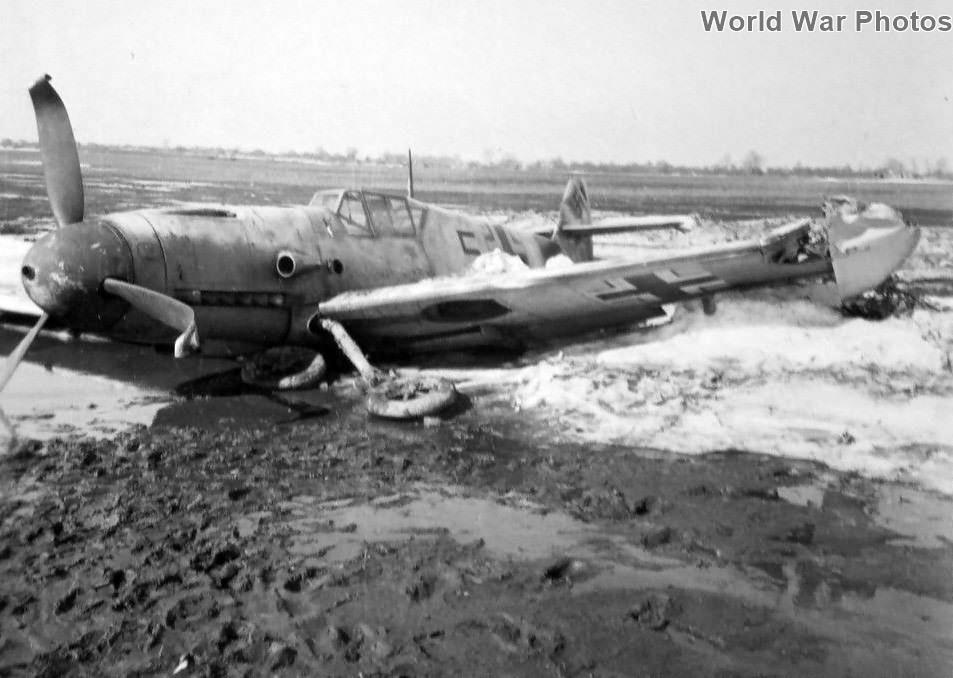 """Crashed Bf 109 F """"5"""""""