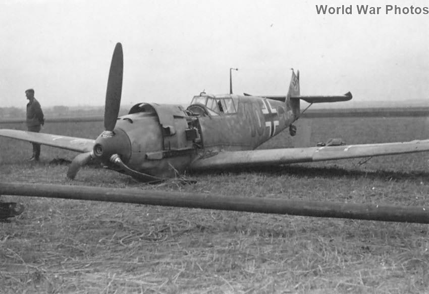 """Crashed Bf 109E """"10"""""""