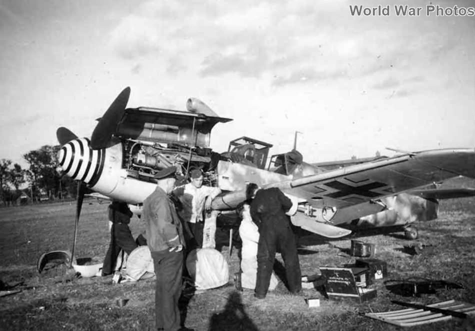 Ground crew performing maintenance on a Bf 109G