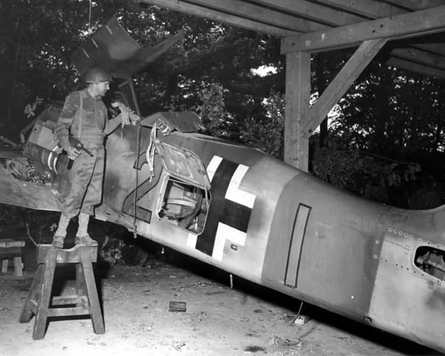 Focke Wulf Fw 190 yellow 2 Captured by US Troops 1945