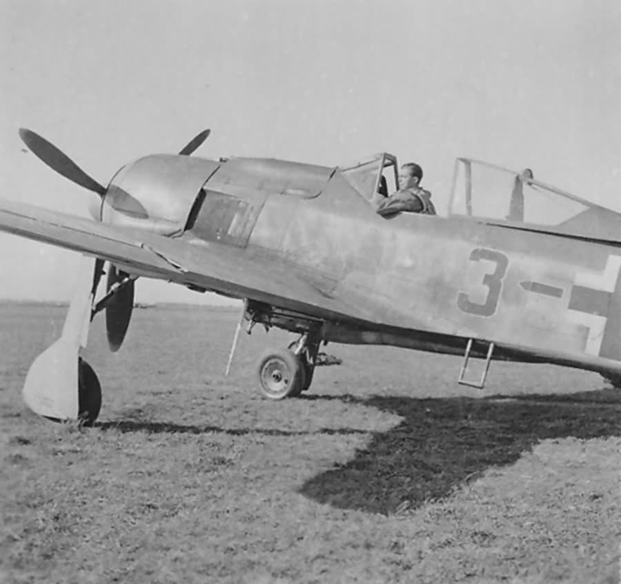 Focke Wulf Fw 190 A-8 black 3 Stabsstaffel JG 51 Memel Sept 1944