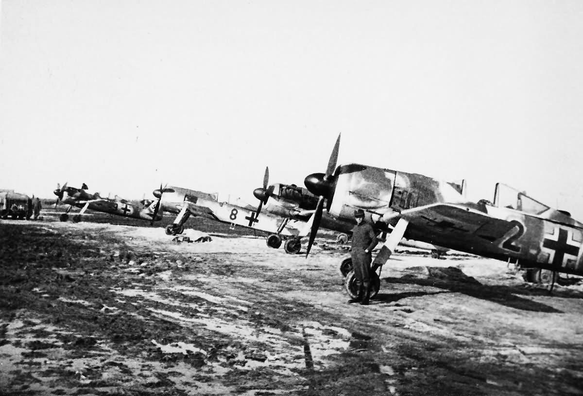Focke Wulf Fw 190 Luftwaffe Field Airfield eastern front