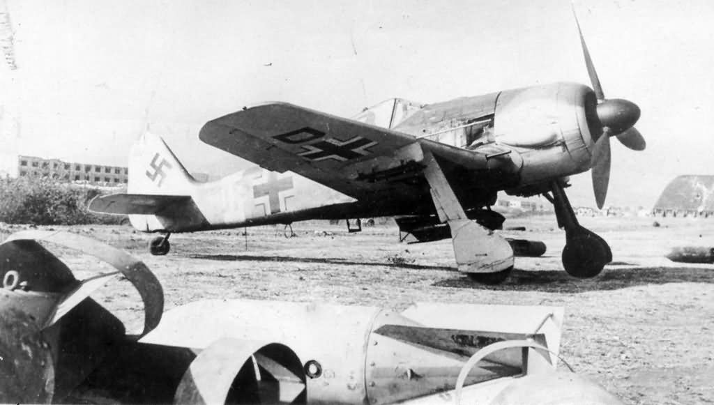 Focke Wulf Fw 190G-3 with bomb