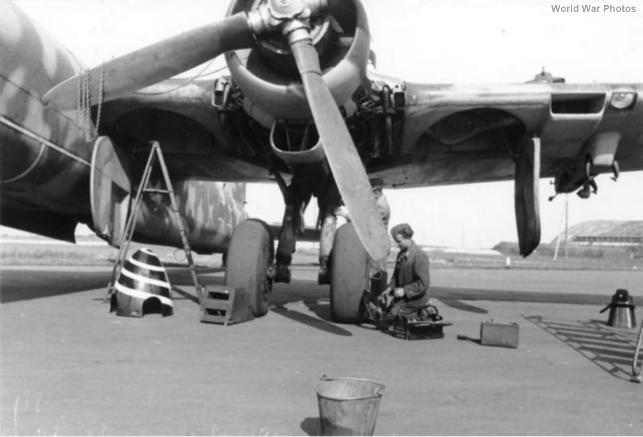 He 177 A-5 of the II/KG 40 undercarriage