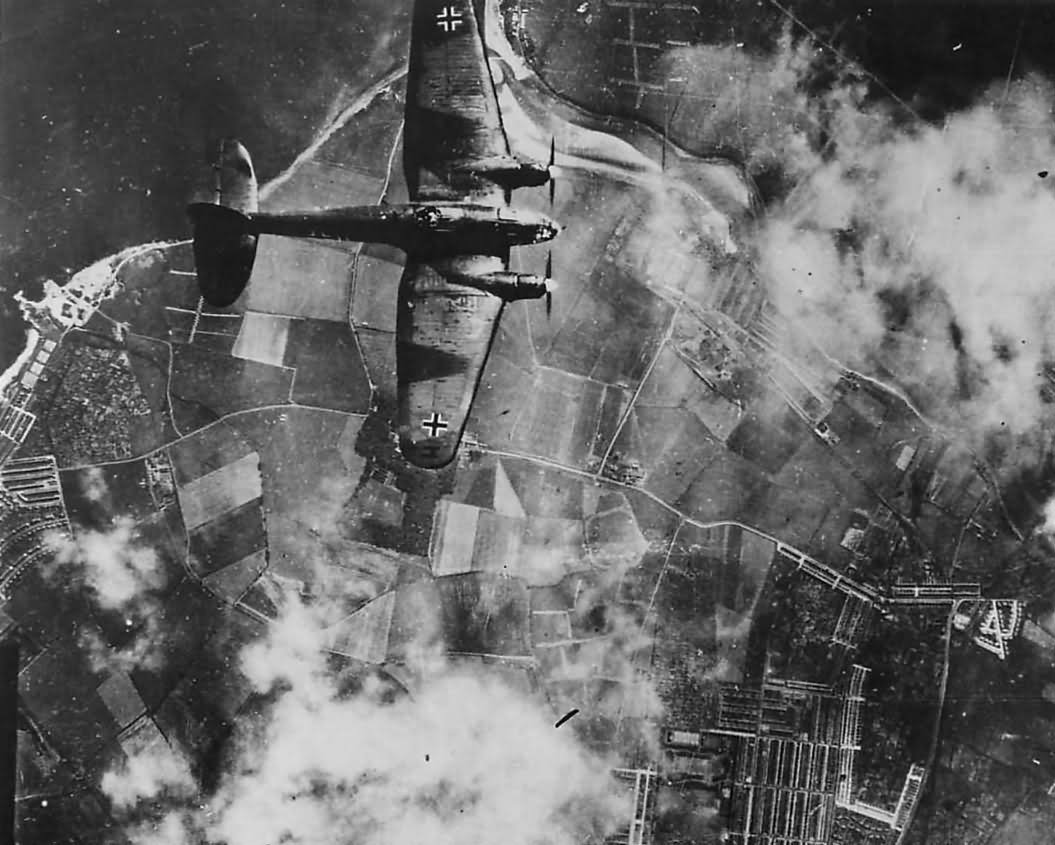Bomber_Heinkel_He111_during_Battle_of_Br