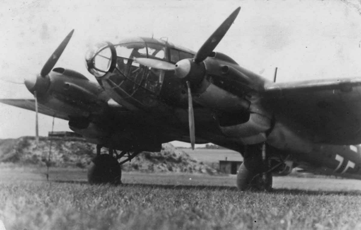 Heinkel_He_111_front_view.jpg