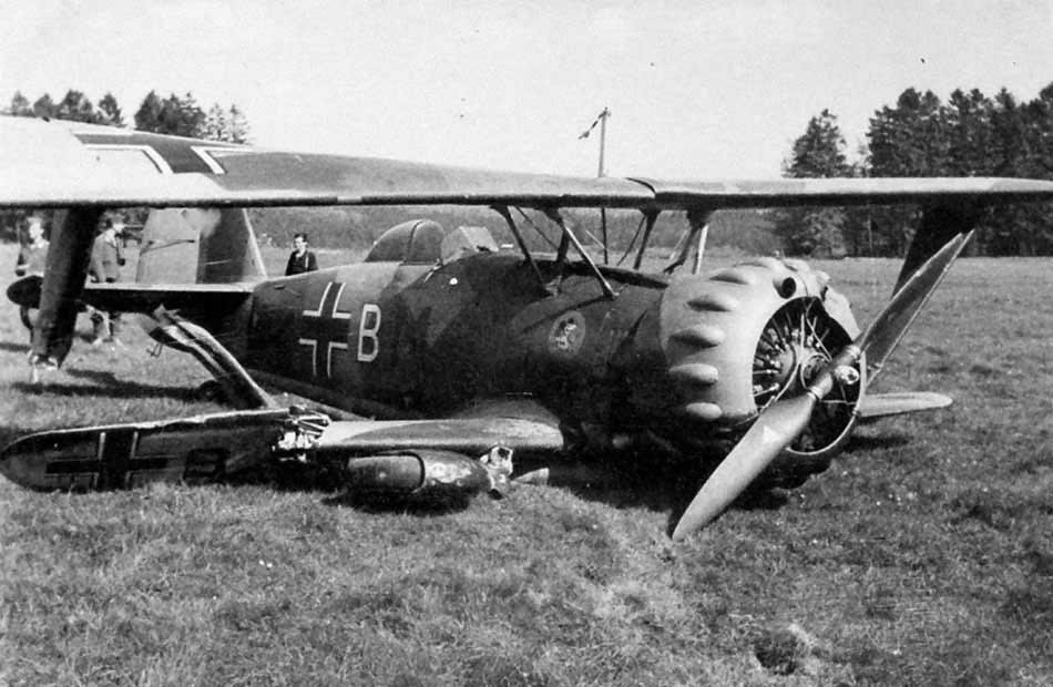 Crashed Henschel Hs 123B L2+BM of LG2