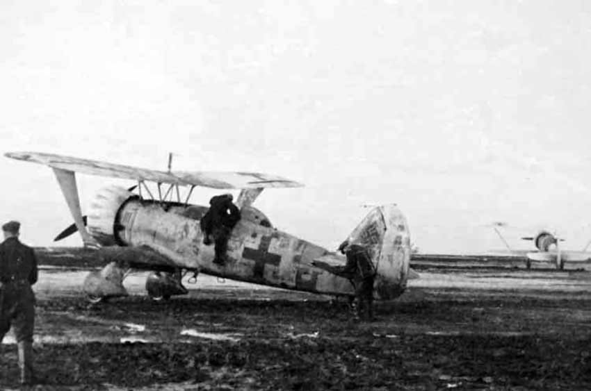 Hs 123 dive-bomber with winter camo