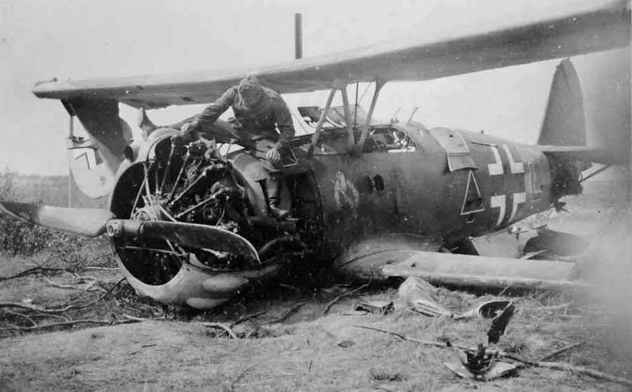 """Crashed Henschel Hs 123 code """"L"""" of Schlachtgeschwader 1"""