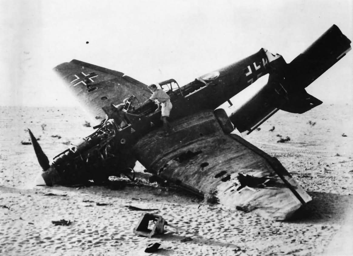 Tumban criminales helicóptero oficial por muerte de líder Junkers_Ju_87_Stuka_shot_down_over_El_Alamein