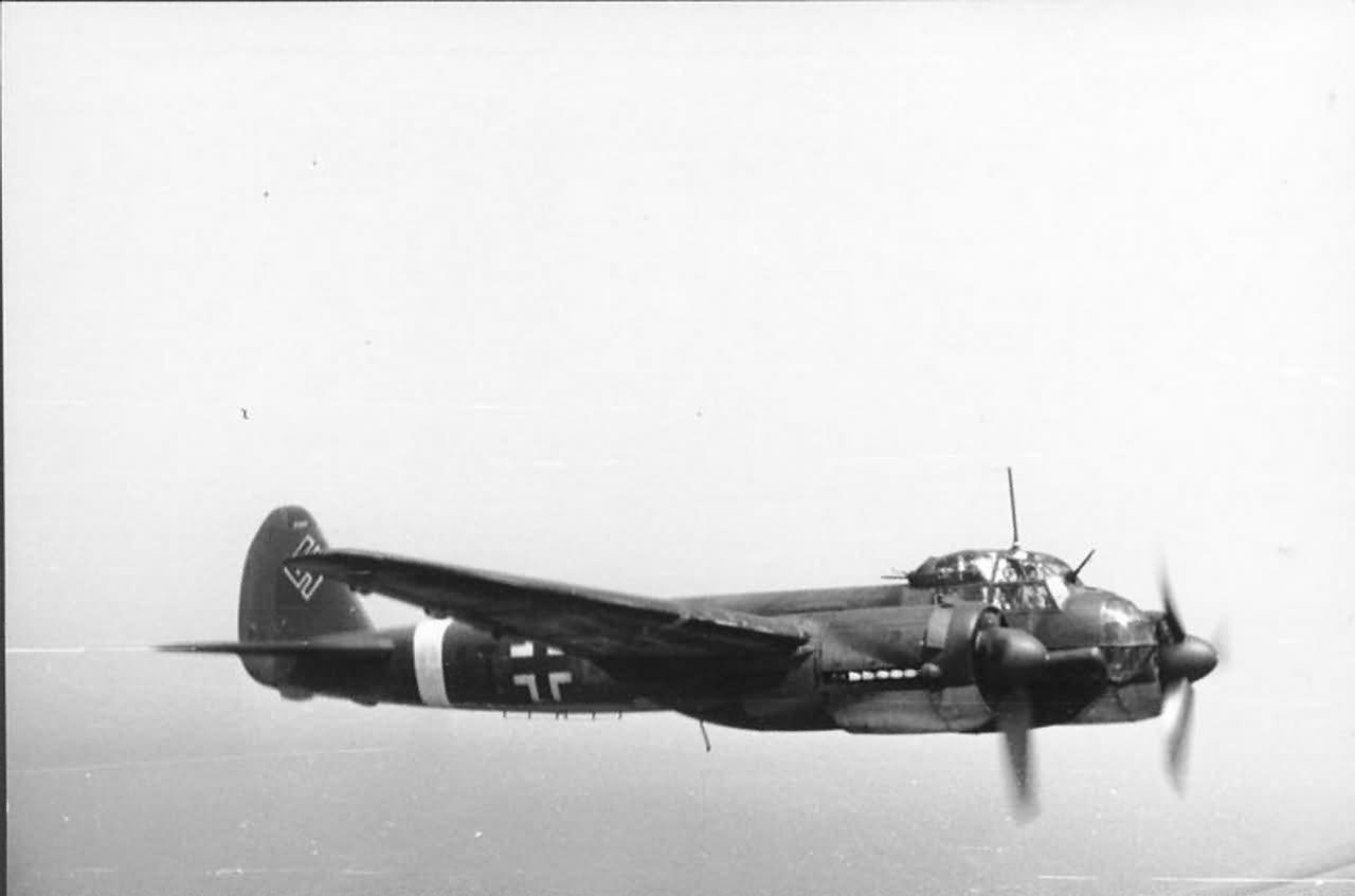 Flugzeug Junkers Ju 88 in flight