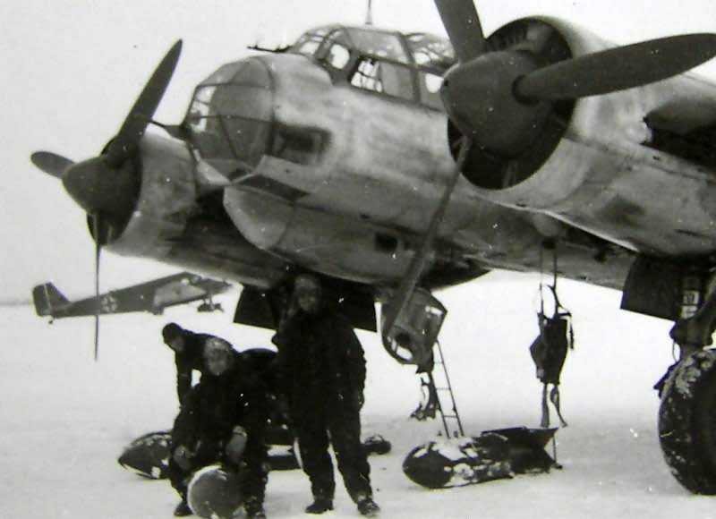 Luftwaffe mechanics prepare a Ju 88 for an operational sortie, Russia