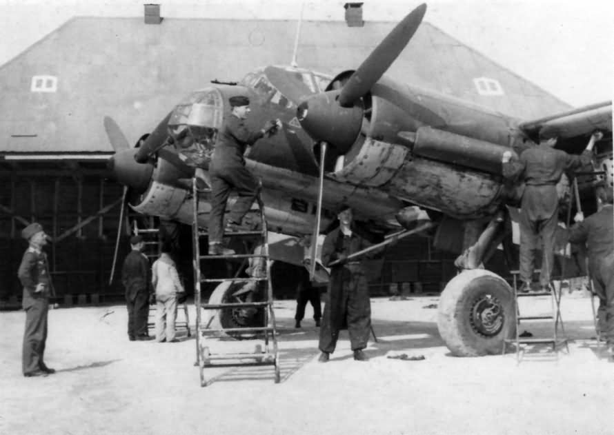 Luftwaffe mechanics servicing a Junkers Ju88 bomber 2