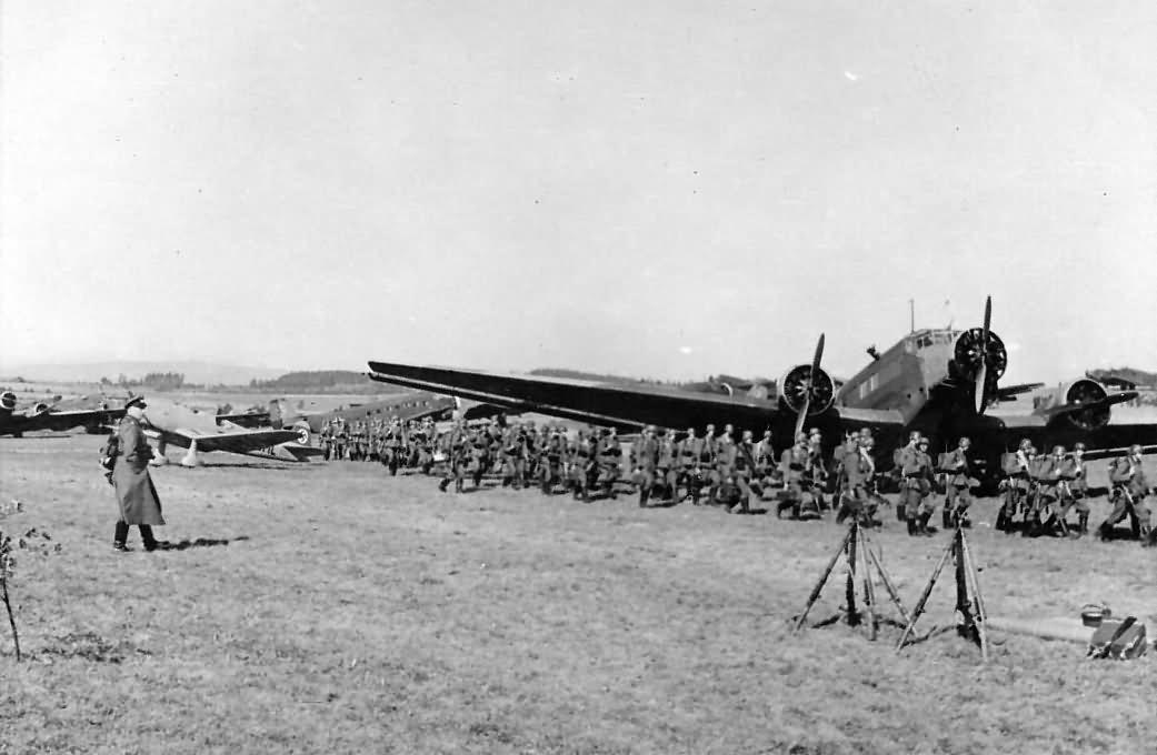 Ju52 and german soldiers