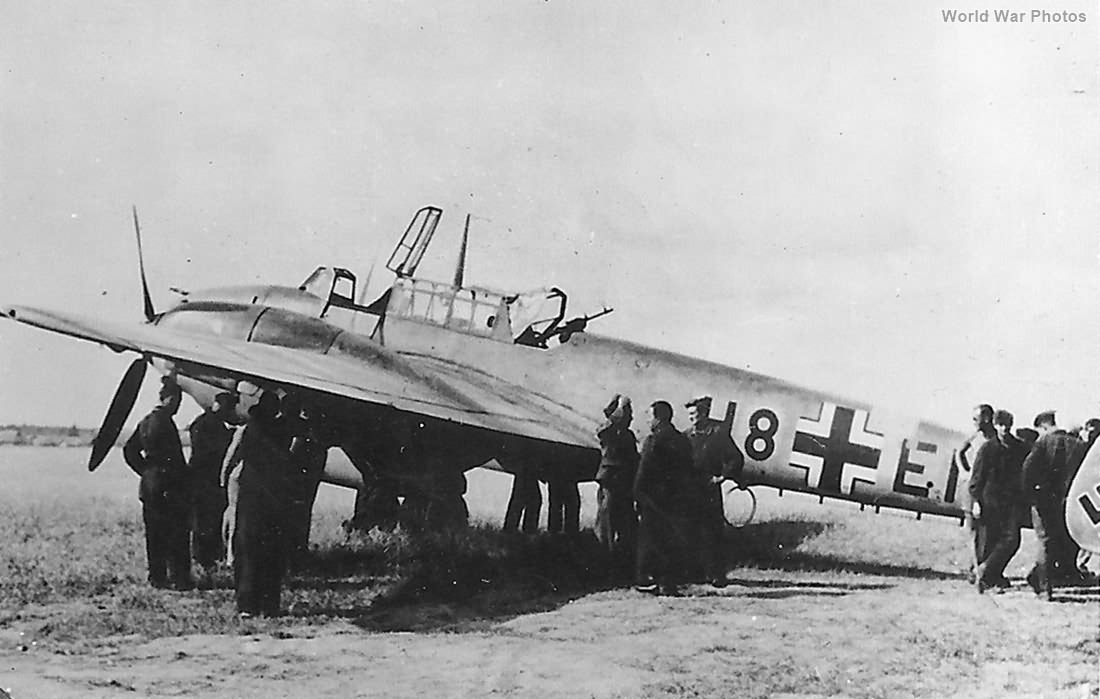 Me 110 of the Aufklarungsgruppe 33