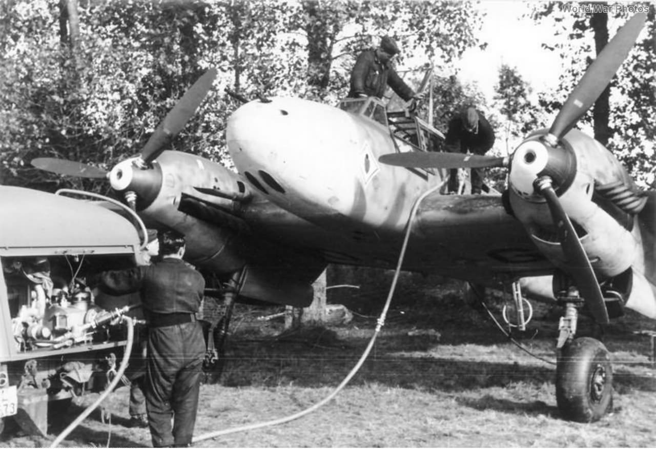 Me110 refueling