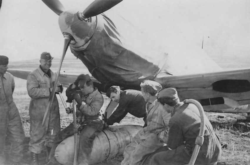 Bf109E 5.JG 27 300l fuel tank Sofia Vrba 1941