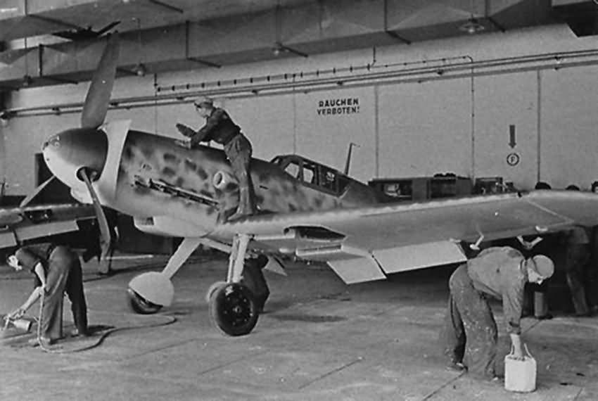 Bf 109 in Wiener Neustadter Flugzeugwerke factory 10