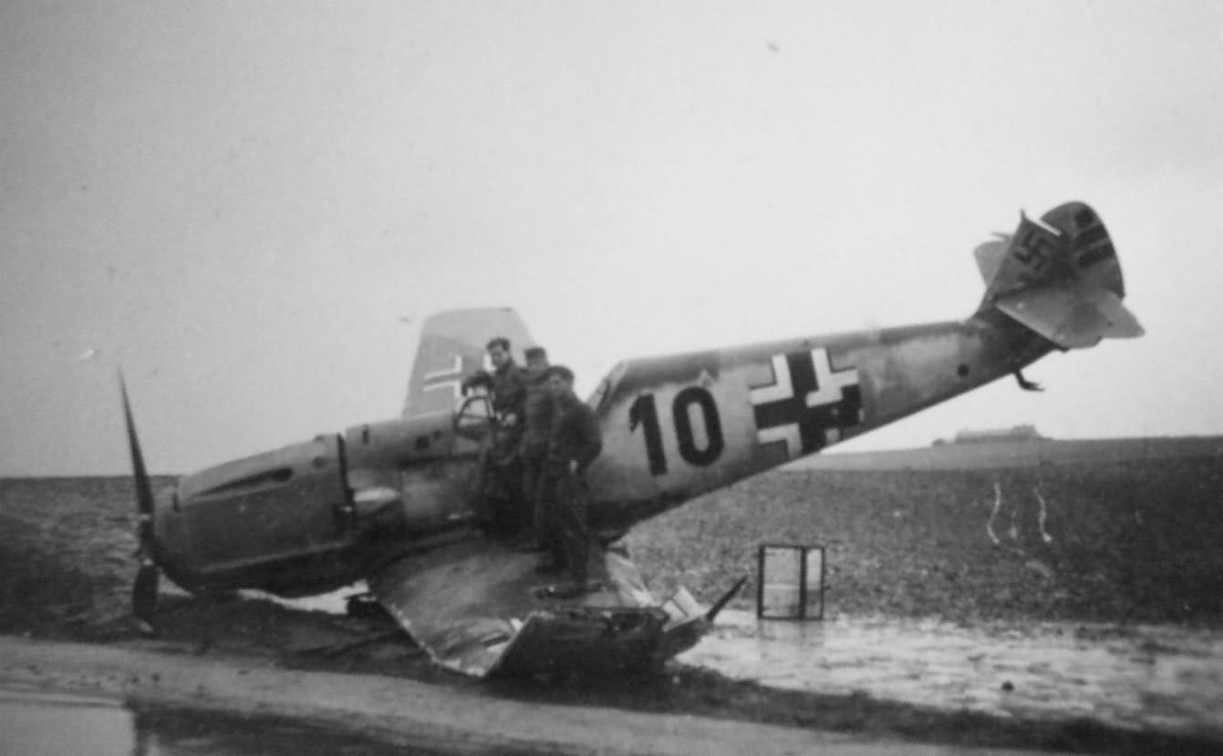 Messerschmitt Bf109E black 10