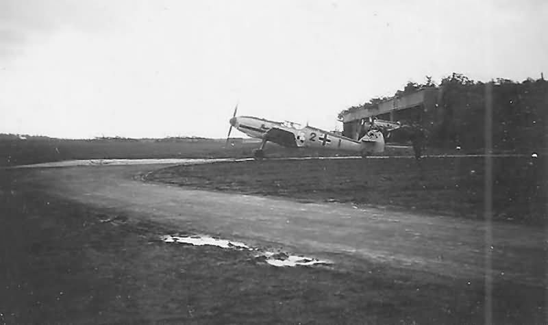 Messerschmitt Bf109E red 2 8.JG 26