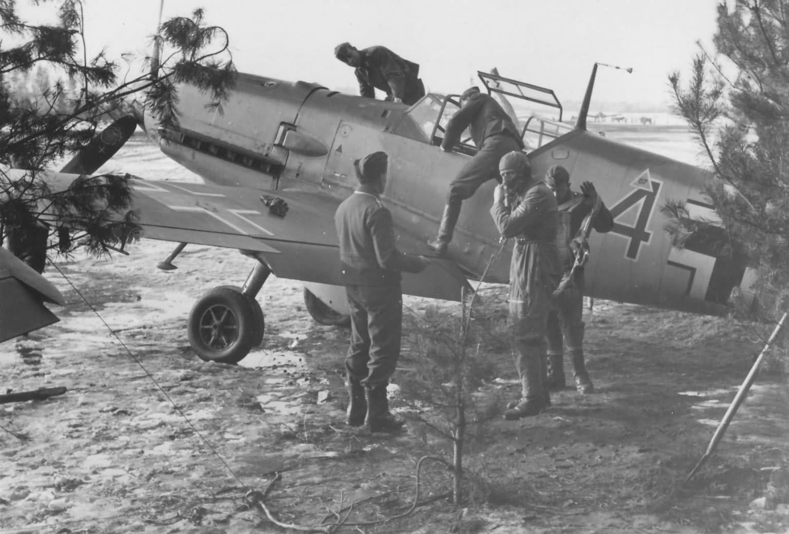 Messerschmitt Bf109E red 4 1940