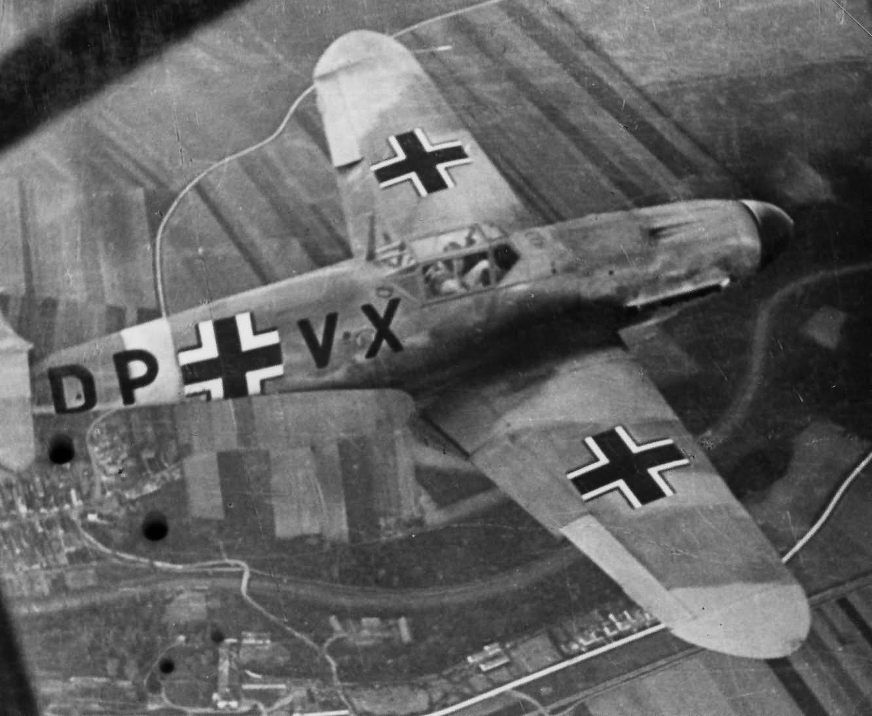 Messerschmitt Bf109 DP+VX in flight