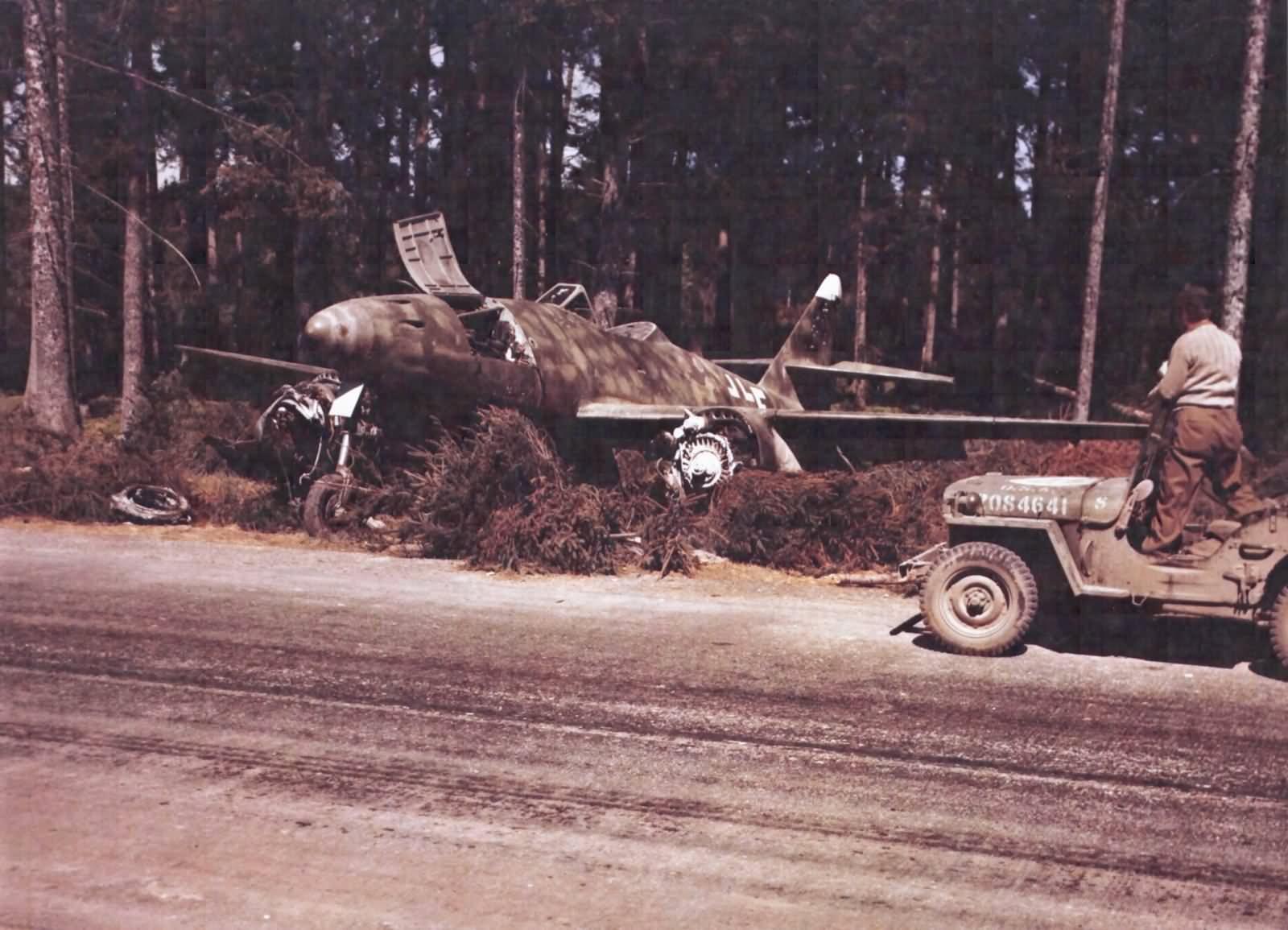 Me 262A-2a 111685 code 9K+FH color photo