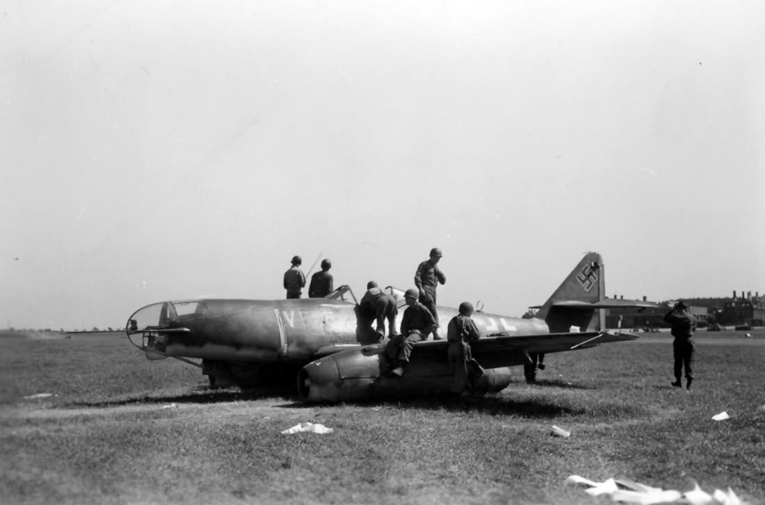 Captured Me 262 A-2a/U2 V555 Weimar Germany 12 May 1945