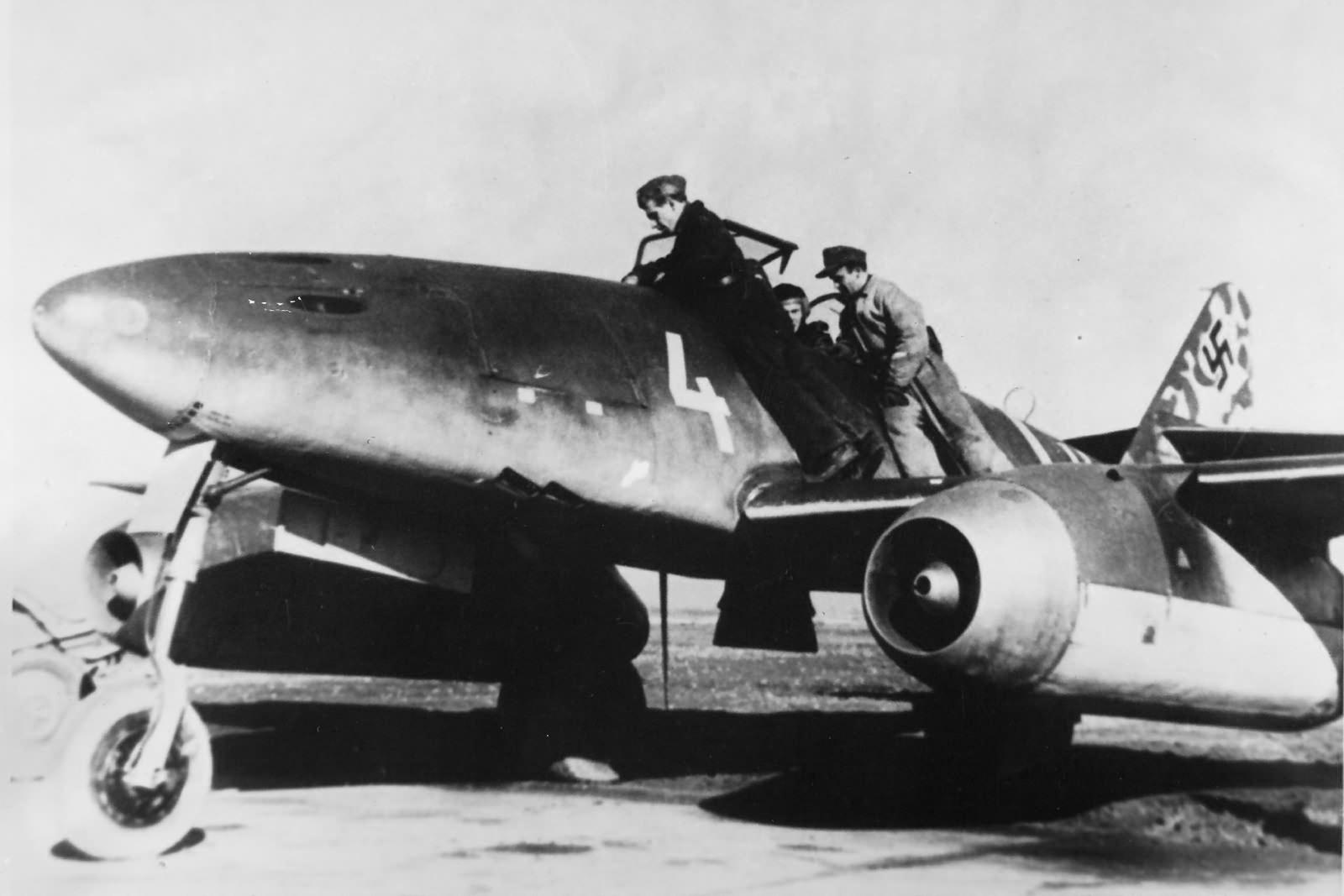 """Me 262 A-1a white """"4"""" of the Kommando Nowotny"""